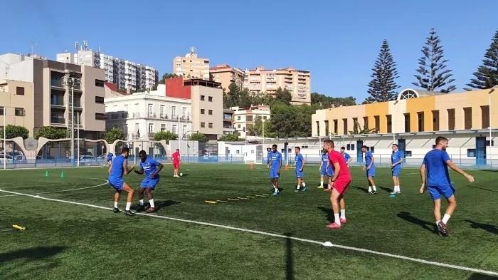 La plantilla de la U.D. Melilla entrenó ayer en el Campo Fernando Pernía
