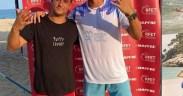 El canario Saulo Tejada, a la izquierda, y el melillense Víctor López, celebran el título logrado ayer en Calonge