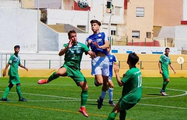 Imagen del primer partido de liga del Jóvenes Promesas en La Espiguera, ante el Vázquez Cultural.