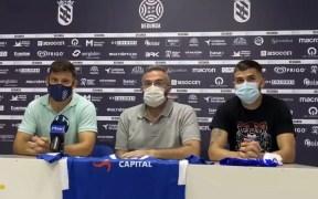 Momento de la presentación de los dos jugadores azulinos