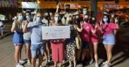 """Treviño entrega el cheque de 1.511 euros a""""El Sueño de Vicky"""""""