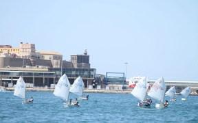 Imagen de una de las regatas que se disputan en la bahía melillense