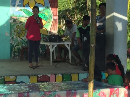 Rejane welcomes the community of Sawa, Basay.