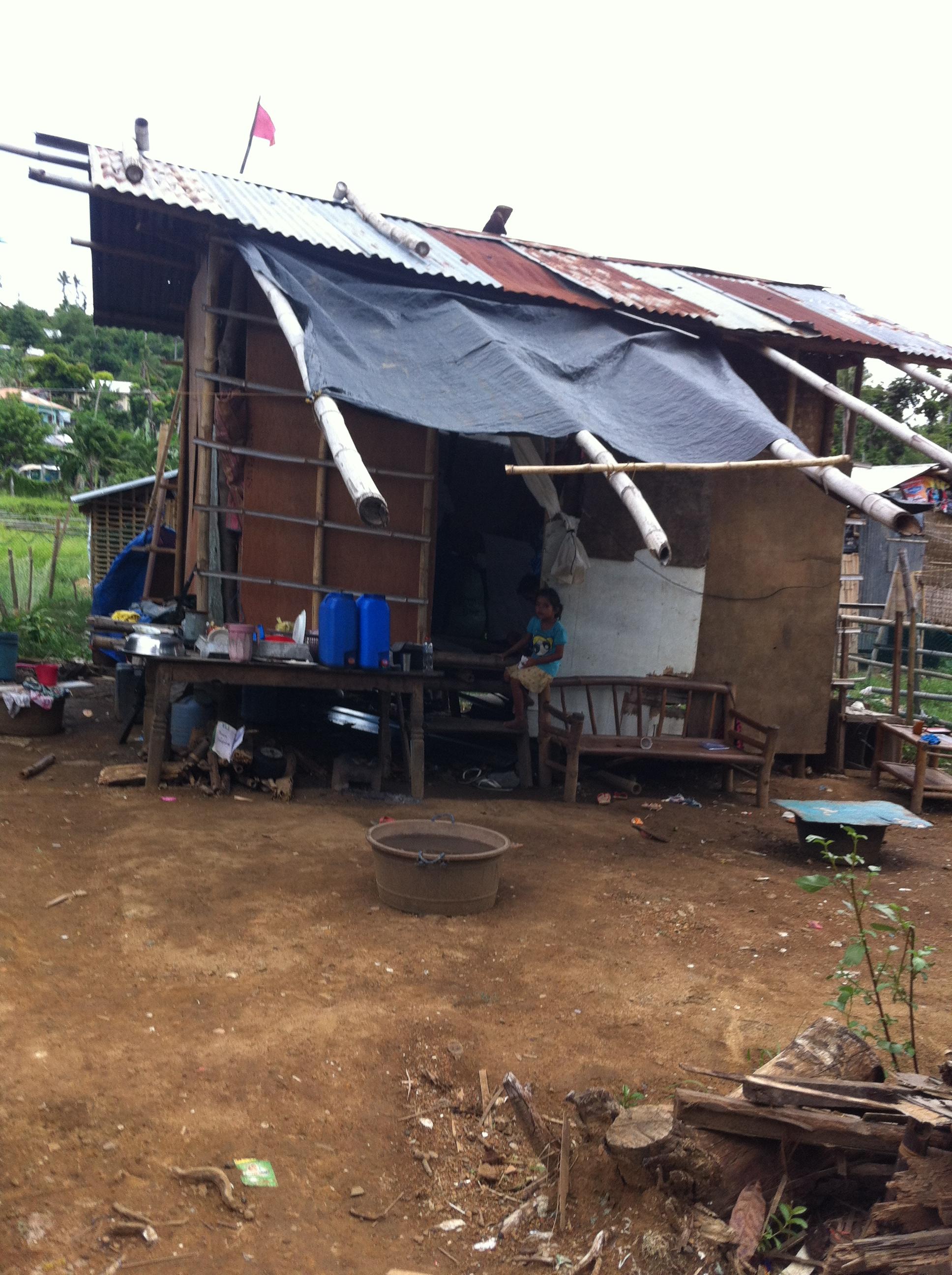 makeshift shelter after typhoon yolanda