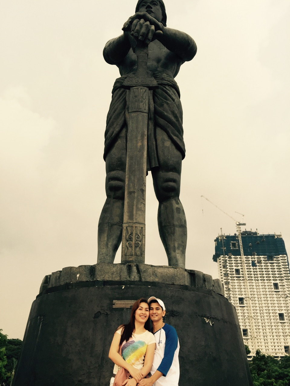 nichol and lyn at the monument