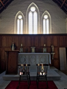 inside hartley church3