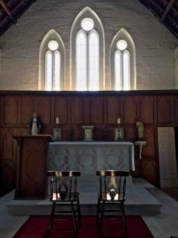 inside hartley church3