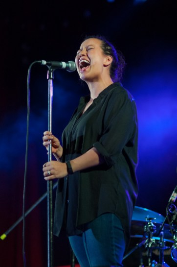 Mahalia Barnes sings to a packed-out KBRC | Discover The Round