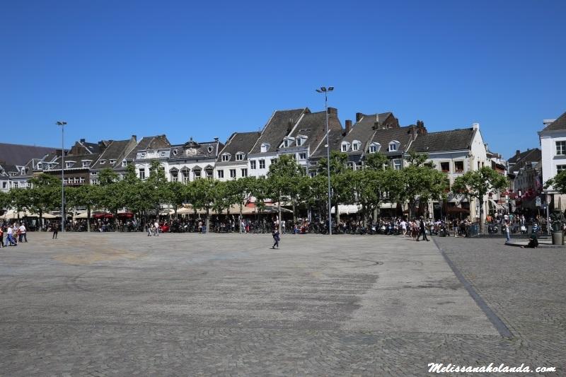 Praça de Vrijthof na cidade de Maastricht