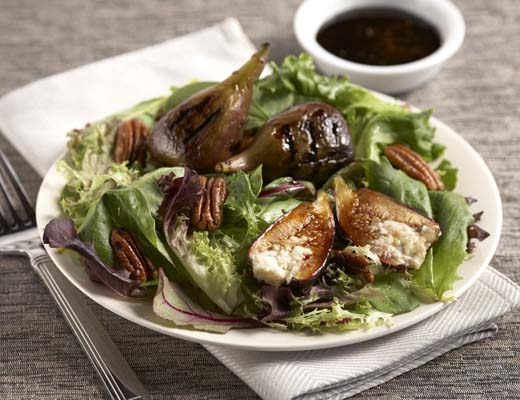 BlogPost_LearnHowGrilling_Grilled_Figs_with_Gorgonzola_Spiced_Pecans