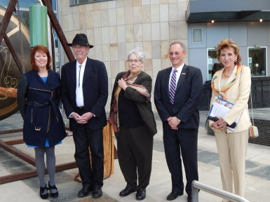From left to right: Rachel Teagle, William T. Wiley, Jessie Ann Owens, Ralph Hexter ((Provost and Executive Vice Chancellor), and Chancellor Linda P.B. Katehi.)