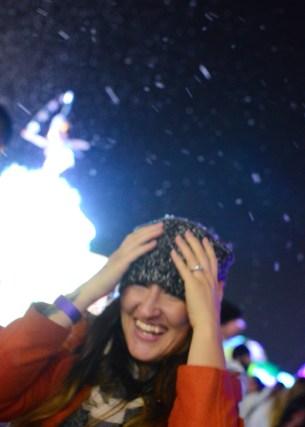 Visitor enjoying the falling snow. Photo Alejandro Montaño.