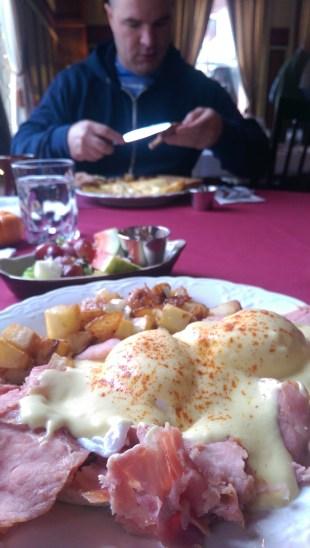 Eggs benedict at the Union Hotel