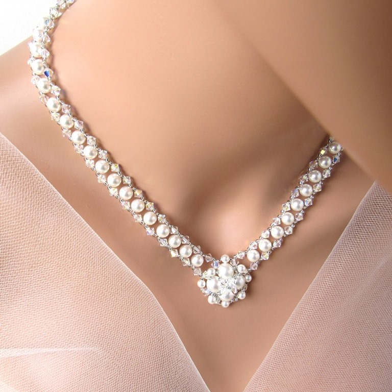 v pearl necklace