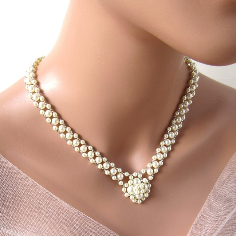 v shape pearl necklace