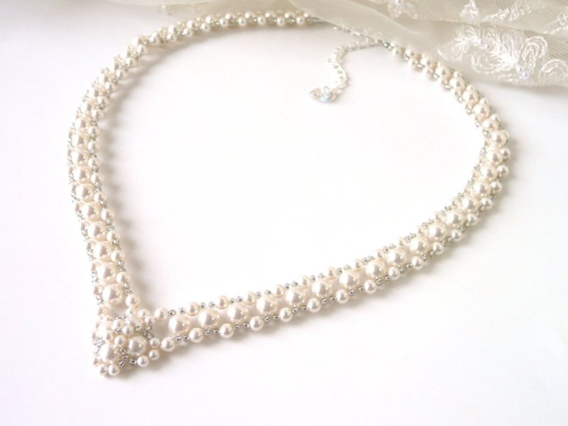 v-shaped-pearl-necklace