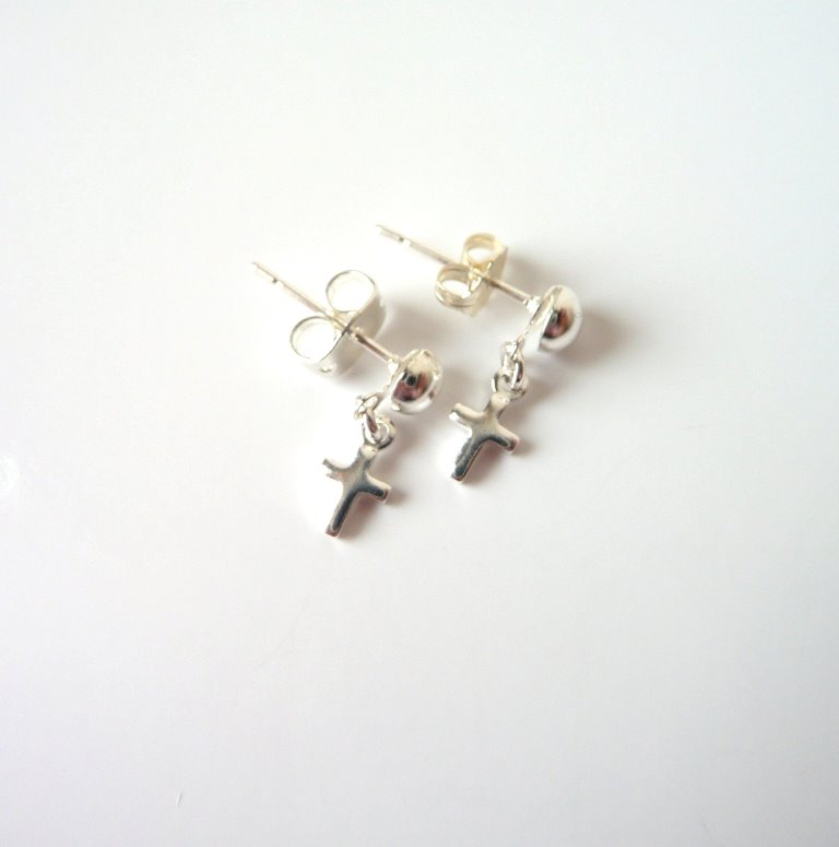 GE4-tiny silver cross earrings