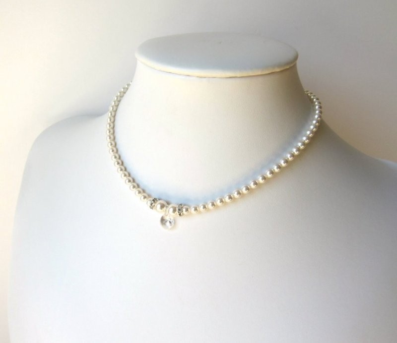 Girls pearl necklace with crystal drop