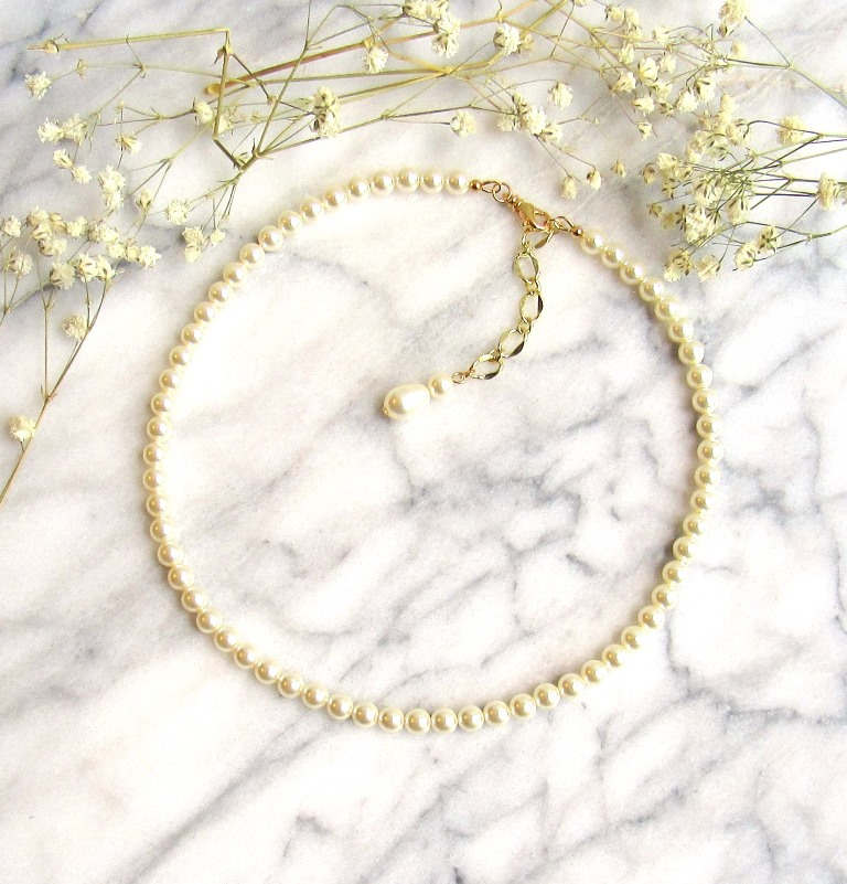 WN28-Pearl strand necklace with gold accents