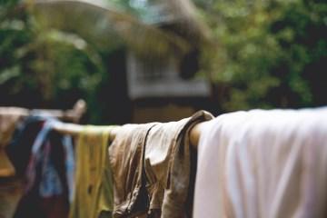 bisiklet turunda çamaşır yıkamak