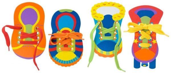 Treinamento de laço em forma de máquina sob a forma de sapatos infantis