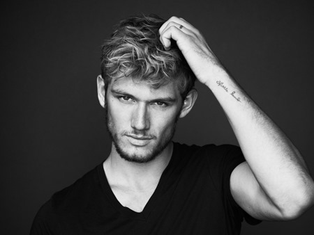alex-pettyfer-tattoos-ring-finger