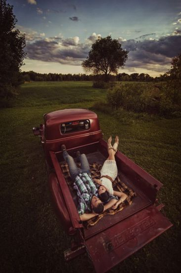 Perfect Date: Stargazing in the Truck Bed
