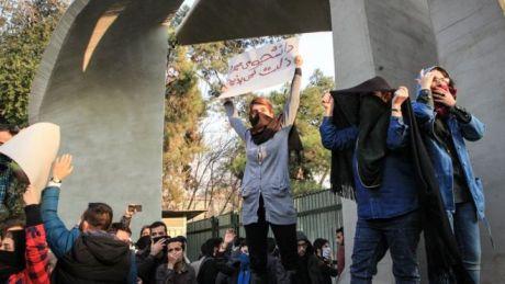 Bildergebnis für تصاویر سرکوب جنبش دانشجویی در تهران
