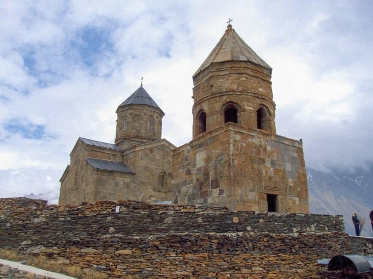 Vue sur l'église de la Trinité, Kazbegi