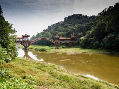 Le pont pour accéder au Temple de Wouyu
