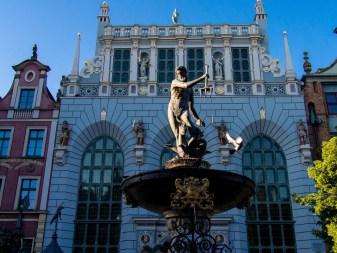 Gdansk, visiter la vieille ville : la fontaine de Neptune et Artus Court