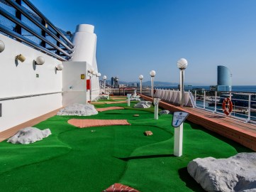 MSC Orchestra : mini-golf