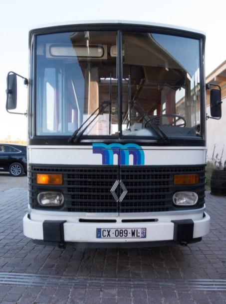 Notre carrosse : un bus vintage des années 80 !