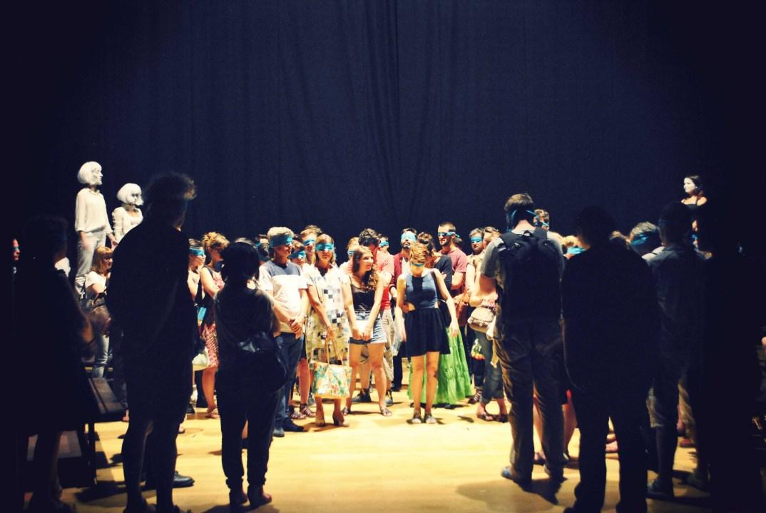 Scénographe théâtre Mécanique, le public avant le salut, Assilem décors, scénographe Bordeaux, peintre en décor, peintre décoratrice