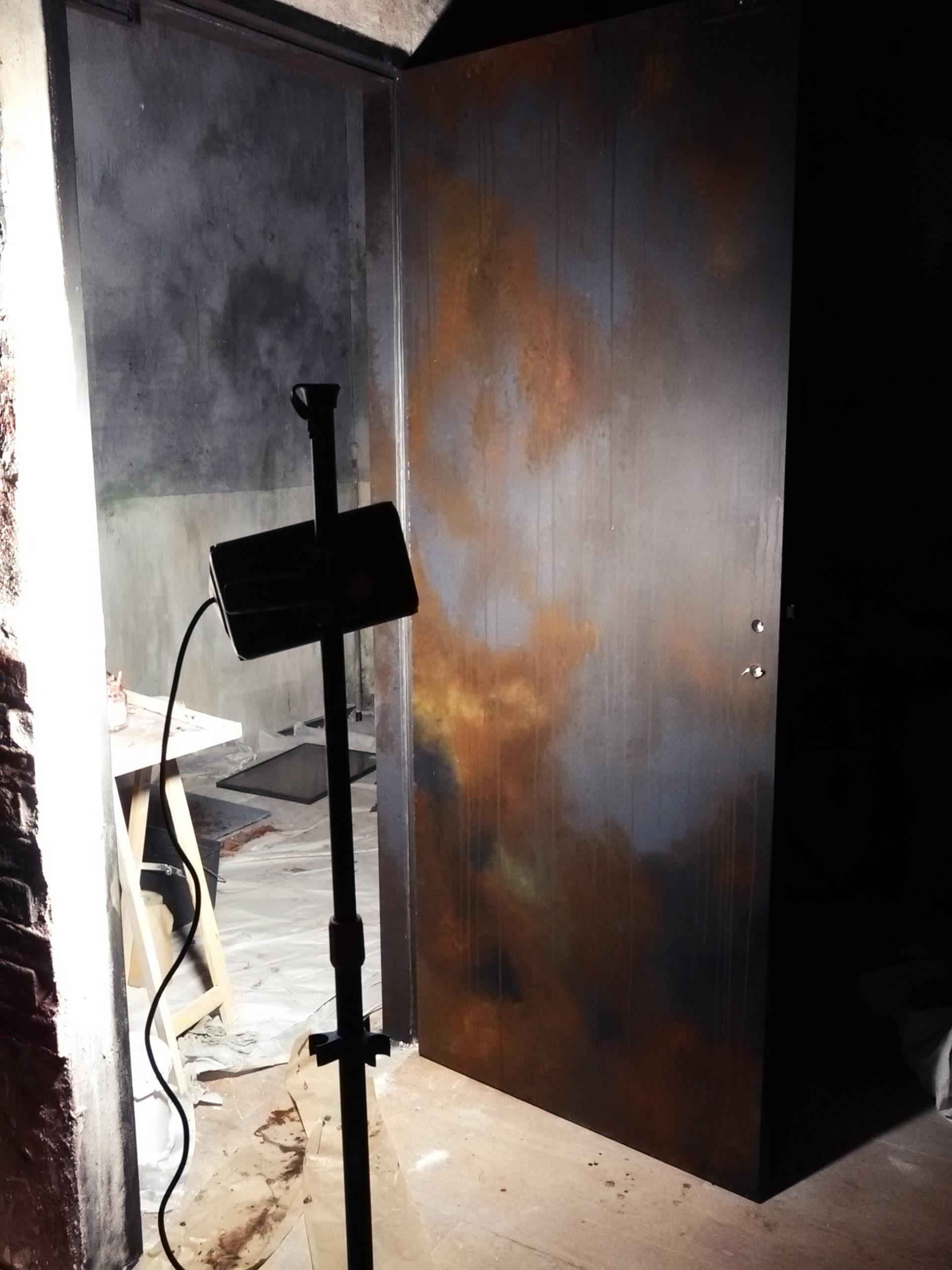 Décors escape game pour donner l'illusion d'une cave effrayante. Peinture, vieillissement, effets érosion, salissure, rouille, Assilem décors, peintre en décor Bordeaux, décoration intérieure, peinture décorative