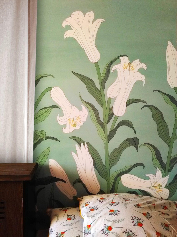 Décor mural fleurs de lys inspiration estampe japonaise. Assilem décors, peintre en décor Bordeaux, décoration intérieure, peinture décorative