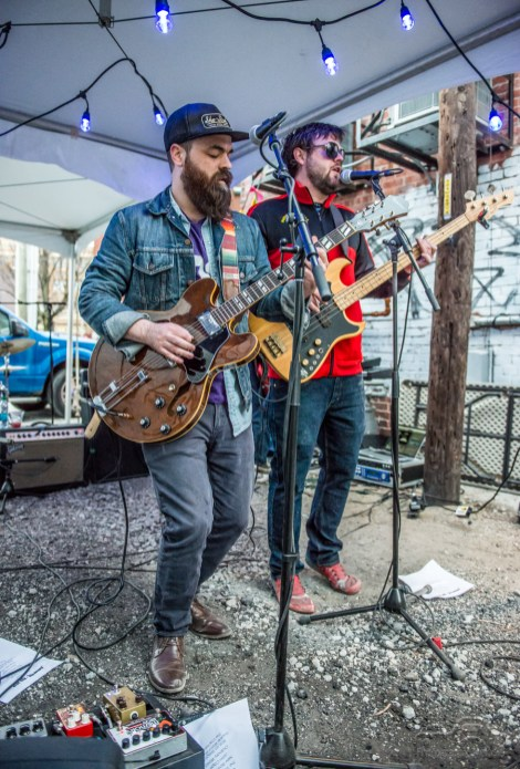 Jomberfox performs behind Square Cat Vinyl on Record Store Day 2018