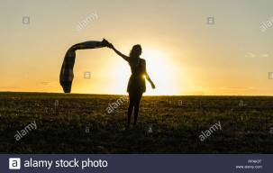 girl-walking-into-the-sunset-PPAK3T