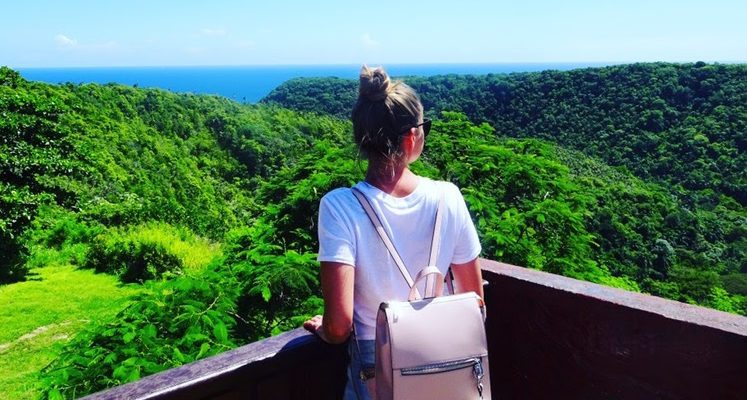 How to stay stylish in a hot and humid country with just a carry on