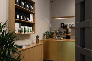 Your walking guide to specialty coffee in Berlin Kreuzberg_refinery retail store_counter view