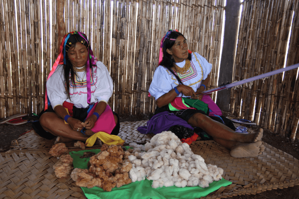 specialty coffee in Peru_traditional weaving