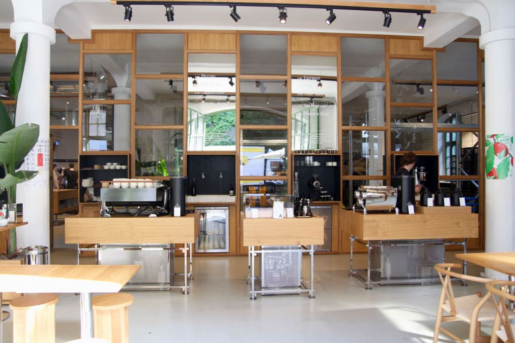 Your walking guide to specialty coffee in Berlin Kreuzberg part 2_bonanza_counter view