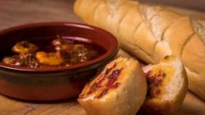 "pil pil garnalen - Spaanse garnalen met knoflook plakjes en hete pepertjes - de beste tapa ever - lekker met stokbrood - tapasfeestje - Mels Feestje"""""