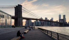 Dit is hem, de plek waar ik in November sta en Vincent van mij de foto gaat nemen. Op de Boardwalk in Brooklyn, naast de Brooklyn Bridge