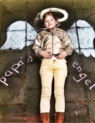 Foto voor vaderdag met stoepkrijt - papas engel - vaderdag cadeau ideeen - mels feestje en feestdagen