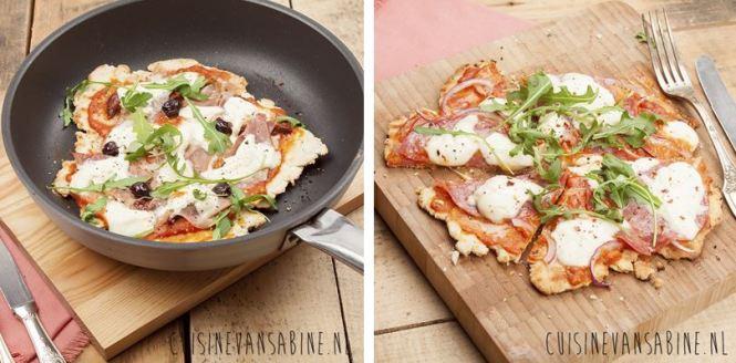Pan pizza van cuisine van Sabine. Gezocht naar een camping geschikte pizza en deze is binnen 20 minuten klaar! En je hebt een zelfgemaakte bodem ipv tortilla pannenkoeken. Lekker tomatensaus mozzarella rode ui ham en salami erop en wat gesmolten extra kaas en je het een top camping pan pizza!! Kampeer recepten mels Feestje