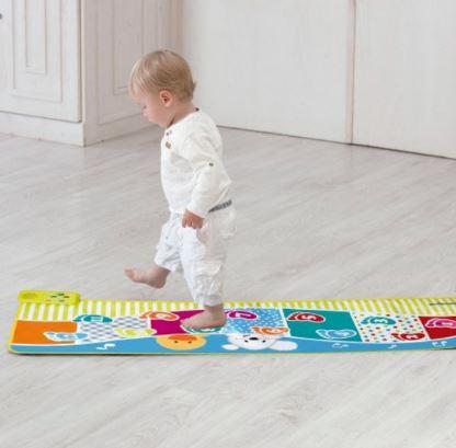 Speelkleed voor een dreumes Bol e37 maakt geluidjes als je kindje er overheen loopt. Leuk cadeau als kindje 1 jaar wordt