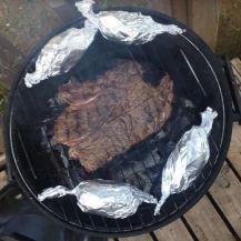 Camping Steak op de BBQ bijna klaar