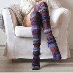 Lange knie herfst sokken. Handgemaakt, gebreide lange knie sokken. Super gaaf & herfstig met poaars en oranje. Trend is om lange sexy herfst knie sokken aan te hebben met een kort gebreid jurkje en daar een foto van maken liefst met een kop warme chocolademelk. Deze geweldige kniesokken kan je bij Etsy kopen. 10x Herfst Sfeer creëren #5. Gezellig Binnen. Mels Feestje