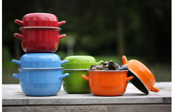 Mosselpannen in te gekke kleuren - super leuk dobbelspel cadeau - Sinterklaas